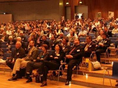 6ec4981e dcb1 4bd9 ab2f 09efeb47ac4b 13pht publikum im plenarsaal 20090417f8c604 peque